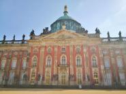 Frontseite des Neuen Palais im Park Sanssouci