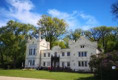 Das Kleine Schloss Babelsberg am Havel-Ufer