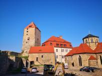 Im Innenhof der Burg - hier wird gerade heftig saniert
