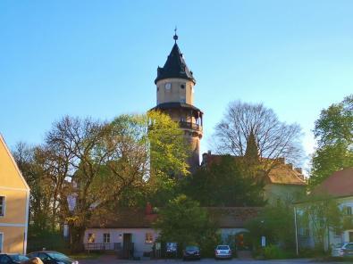 Der runde Bergfried ist der älteste noch erhaltene Teil von Schloss Wiesenburg