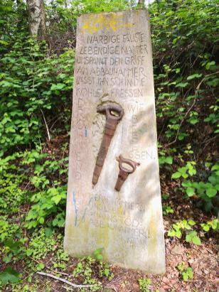 Erinnerungsstele an die Bergleute der Zeche Rheinelbe