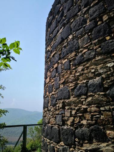 Bergfried mit herrlichem Ausblick über dem Rhein