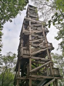 Der hölzene Aussichtsturm auf den Hinsbecker Höhen