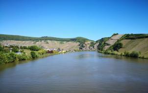 Auf der Moselbrücke zwischen Piesport und Minheim