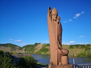 Heiligenfigur an der Moselbrücke auf Piesporter Seite