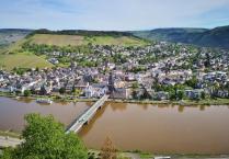 Blick auf die Mosel beim Aufstieg zur Grevenburg