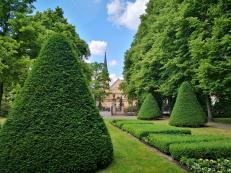 Blick aus dem Französischen Garten zur St. Ludwig-Kirche