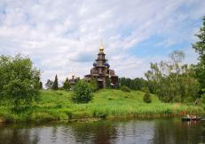 Nachbau der russisch-orthodoxen Christi-Verklärungskirche von 1765 aus dem Dorf Kosljatjewo