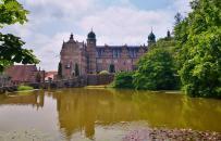 Blick über den Schlossweiher in den Ehrenhof