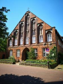 Propstei aus dem 15. Jahrhundert gegenüber der Stadtkirche
