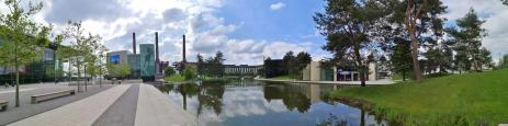 Panoramaaufnahme mit dem Skoda-Pavillon und dem Ritz-Carlton-Hotel