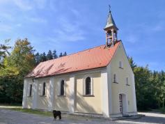 Die Sebastianskapelle mitten im Wald - eine Wallfahrtskirche mit langer Tradition