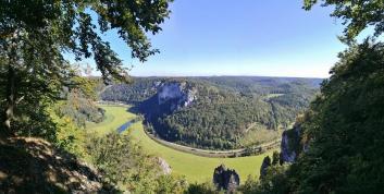 Panoramablick vom höchsten Punkt des Lenzenfelsen