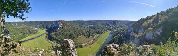 Panoramablick ins Donautal von der Ruine der Lenzenburg