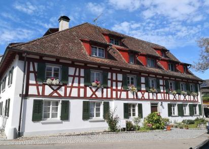 Das histoische Haus Adler neben dem Kloster