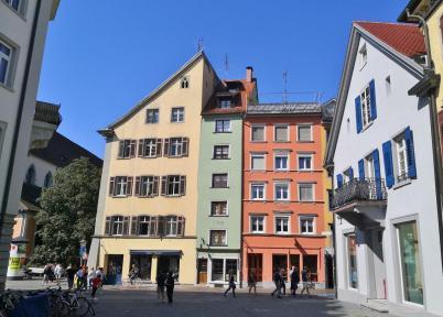 Bunte Häuser in der Hofhalde nahe beim Münster