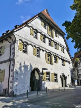 Das frühere Kornhaus, heute Sitz der Stadtbücherei