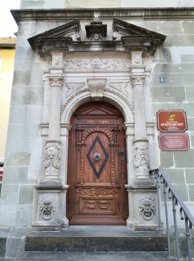 Prächtiges Portal am Stadtarchiv