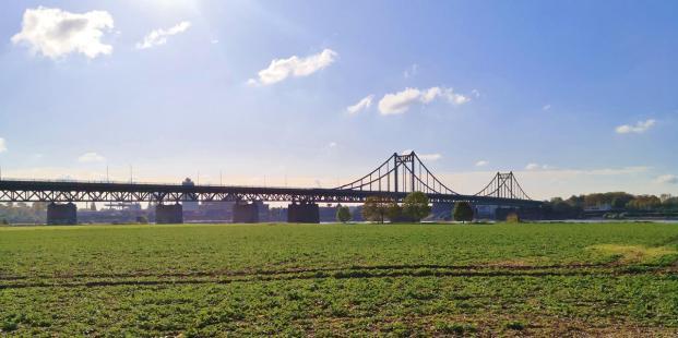 Stählernes Wahrzeichen von Krefeld: Die Uerdinger-Rheinbrücke von 1933