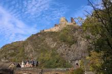 Blick hinauf zur Burg Altenahr