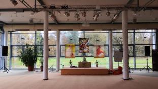 Einer der zahlreichen Seminarräume auf dem Gelände von Yoga Vidya