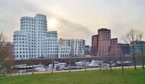 Die ikonischen Gehry-Bauten im Medienhafen