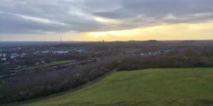 Blick von der Haldenspitze in westlicher Richtung nach Bochum