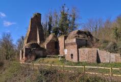 Ruine der Burg Kaster an der Erft