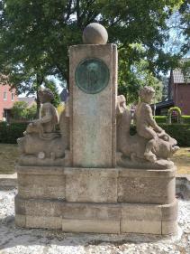 Brunnen an der Kaarster Straße in Neuss-Vogelsang