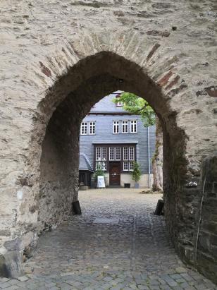 Durchgang zum Innenhof der Anlage