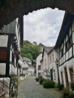 Mittelalterliche Gasse vom Hirtenturm hinauf zur Burg