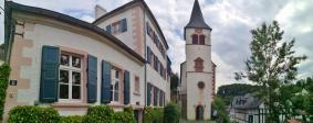 Panoramabild von der Frontseite der Kirche St. Maria Himmelfahrt