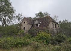 Ruine eines aufgegebenen Hauses