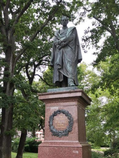 Denkmal für den größten Sohn der Stadt: Helmuth Karl Bernhard von Moltke, Preußischer Generalfeldmarschall