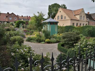 Wunderschöner Privatgarten direkt an der Elde