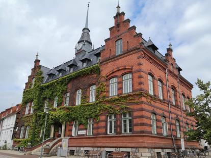 Altes Rathaus, Seitenansicht