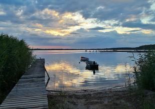 Abendstimmung am Nordrand des Plauer Sees bei der Rückfahrt mit dem Fahrrad