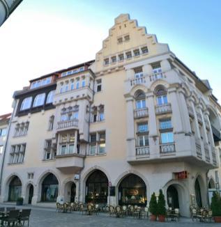 Das berühmte Cafe Prag an der Ecke Schloßstraße/Puschkinstraße
