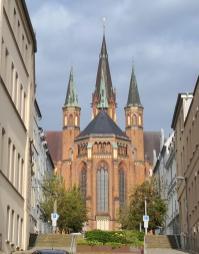 Blick vom Alter Moor hinauf zur evangelischen St. Pauls-Kirche