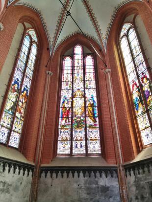 Glasfenster im Chor