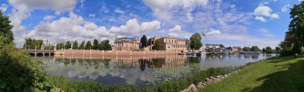 Panoramabild vom Schlossgarten in Richtung des Staatstheaters und der Kunsthalle