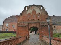 Das untere Tor, der Zugang zur Vorburg