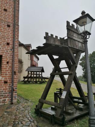Nachbauten mittelalterlicher Belagerungsgeräte