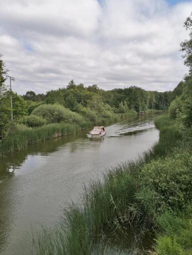 Yachten und Hausboote auf dem Kammerkanal