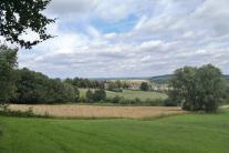 Felder und Hügel am Ortsrand von Vaals