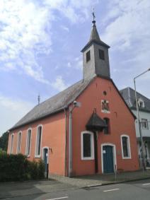 Die hübsche Johannes-von-Nepomuk-Kapelle im Ortsteil Leverkusen Steinbüchel/Fettehenne
