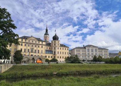 Unteres Schloss und Bibliothek
