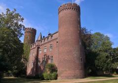 Blick vom ehemaligen Burggraben auf die Burg