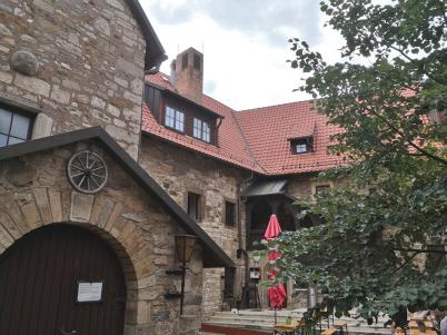 Innenhof der Wachsenburg mit Gastronomie