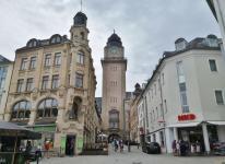 Der mächtige Turm des Neuen Rathaus